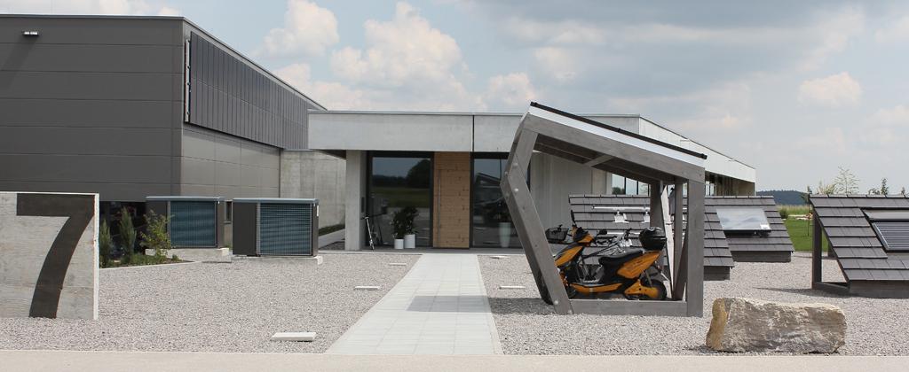 Der Eingangsbereich der Firma Solera mit Ausstellungsbereich und dem RADhaus für Elektrofahrräder