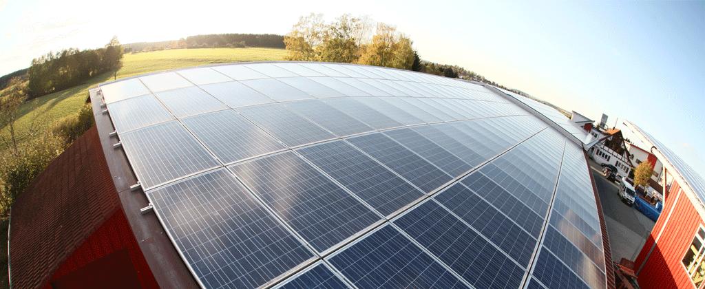 Fischaugenfoto Photovoltaikanlage Bauernhofdach