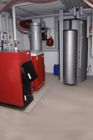 Pelletkessel Installation mit Wasserspeicher