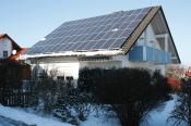 Photovoltaik-Anlage regional winterlich