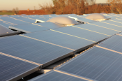 Photovoltaik-Anlage SchwarzGebäude