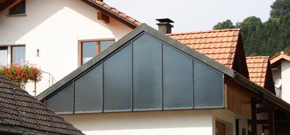Solarthermie Fassadenanlage mit passgenauen Kollektoren