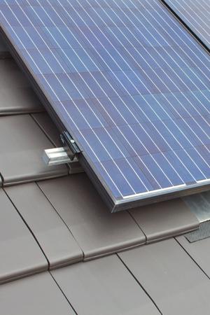 Aufdach Photovoltaik-Anlage Detailaufnahme