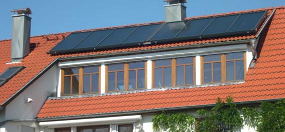 Aufdach Solarthermie-Anlage auf der Dachgaube