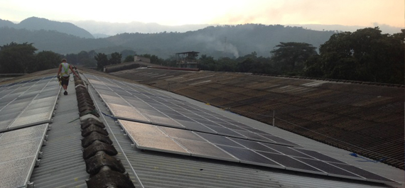 PPP Projekt in El Salvador Photovoltaik-Anlage auf Fabrikgebäude