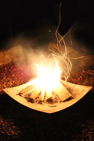 Feuerschale mit Funkenflug für Feuer und Flamme